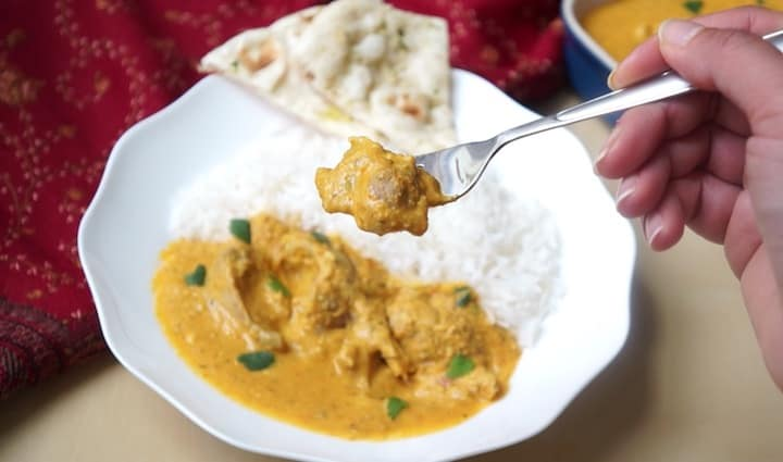 Butter Chicken Instant Pot Pressure Cooker - Close up with butter chicken in a fork